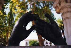Detalle del monumento a Wallada en Ibn Zaydun en Córdoba