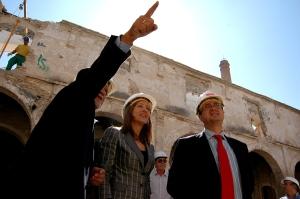 La Alcaldesa de Jerez, junto al Delegado de Urbanismo durante la visita a los Claustros