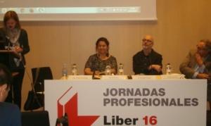De izquierda a derecha: Pepa Fernández (moderadora), Care Santos, Rodrigo Fresán y Manuel Rico