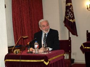 El escritor Juan Félix Bellido, hace un año,  durante la presentación de uno de sus libros en la Academia de San Dionisio